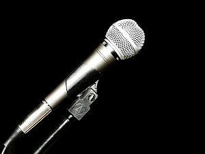 picture of a mic to indicate announcement of the Top 20 Sacramento Blogs list