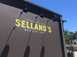 Picture of exterior of Selland's Market-Cafe